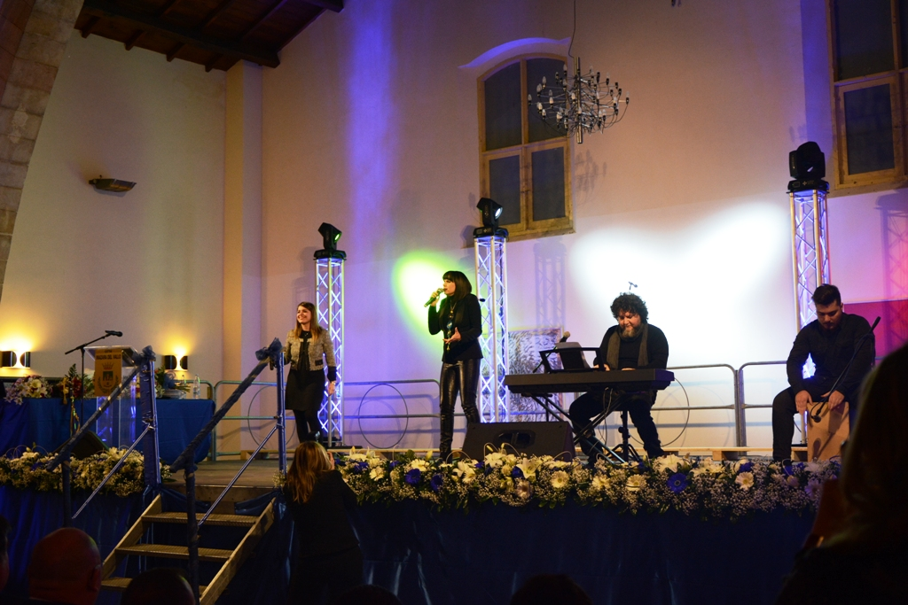 Mazara. Alla festa della polizia municipale Silvia Mezzanotte e Pippo Franco
