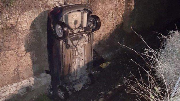 Auto precipita sulla linea ferroviaria, ferito conducente mazarese
