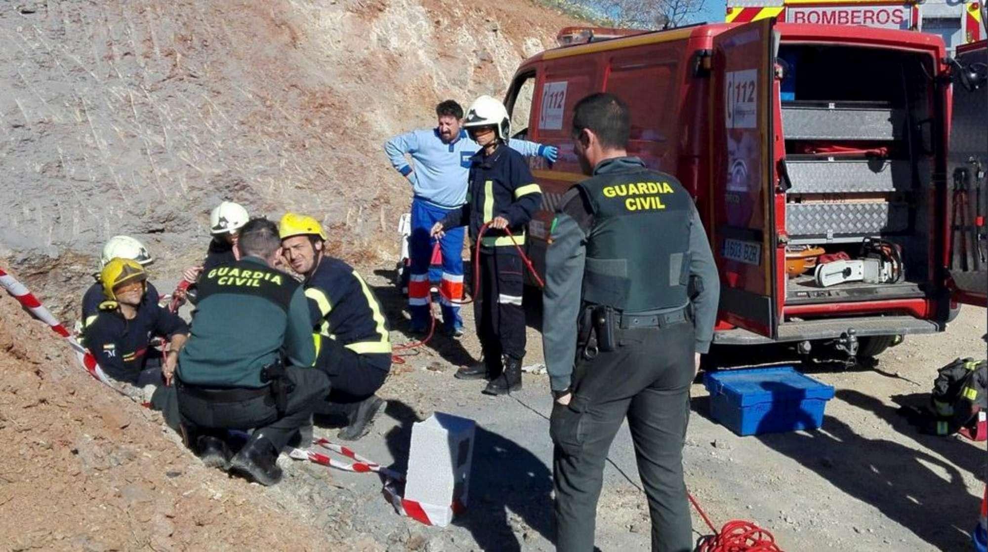 Bimbo caduto nel pozzo, soccorritori: