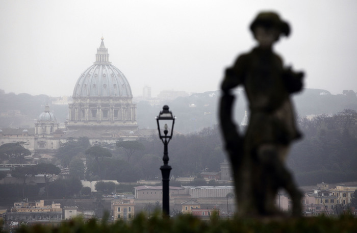 Vaticano: molestie a donna, si dimette prete Sant'Uffizio