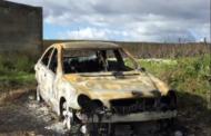 La sposa aspettava all'altare e lui non si è presentato: trovata l'auto bruciata con dentro un cadavere carbonizzato