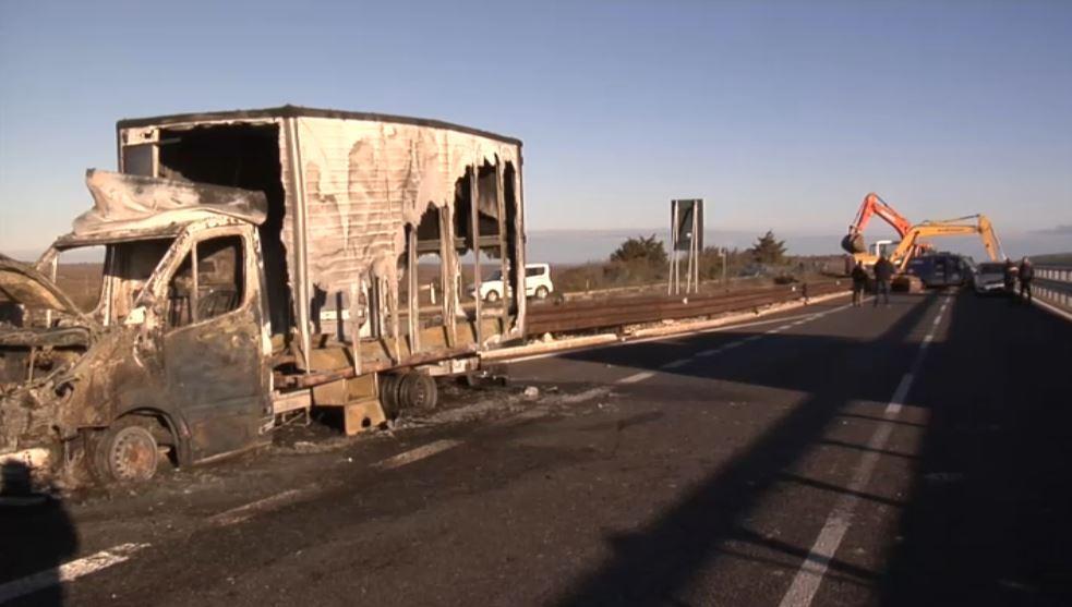 Rapina a portavalori nel Barese con ruspe e mezzi in fiamme. Rubati i soldi delle pensioni