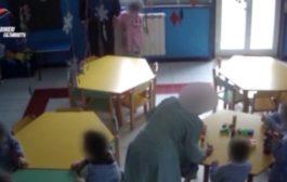 Minacce e percosse ai bimbi tra i 3 e i 5 anni, le telecamere incastrano una maestra d'asilo