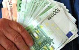 Netturbino trova zaino con 1.700 euro, pc, tablet e li consegna ai vigili