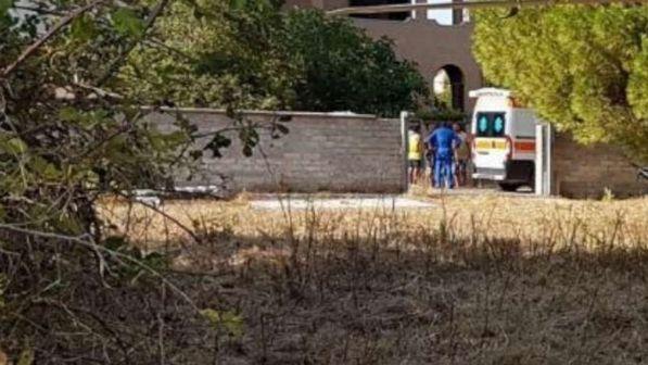 Cade il cancello d'ingresso al parco giochi: muore bimba di tre anni