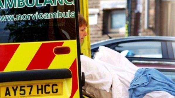 Londra, tre accoltellamenti nella notte: grave una ragazza