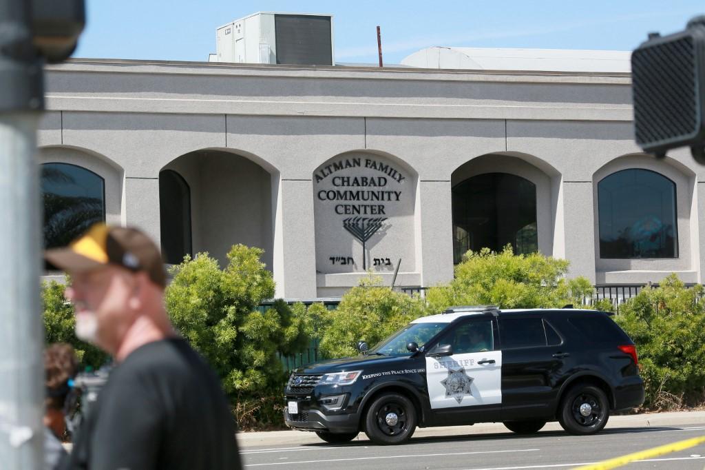 Usa, sparatoria vicino a una sinagoga a San Diego: un morto e tre feriti. Trump: