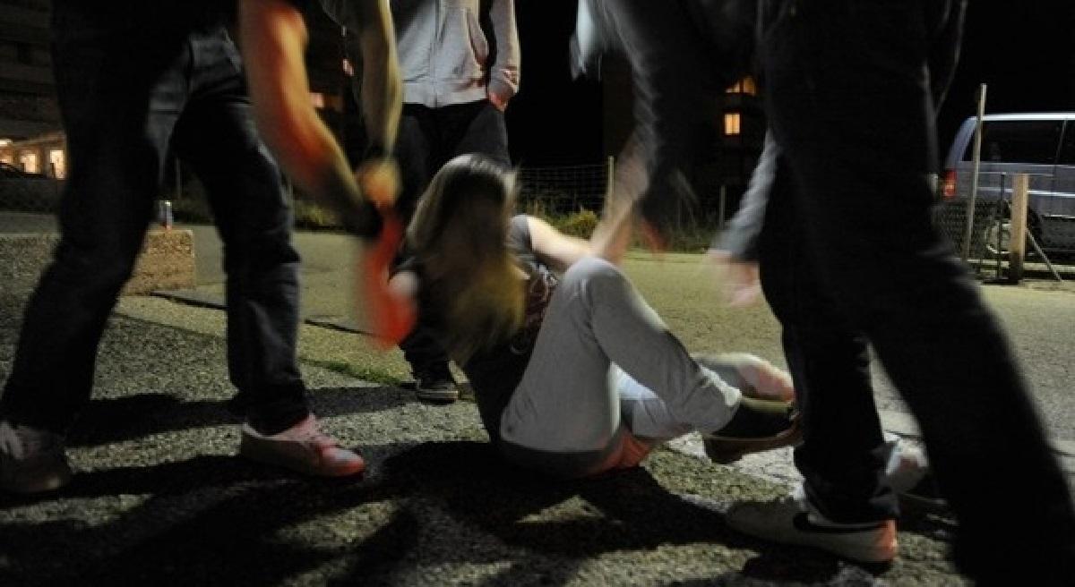 Ragazza denuncia stupro di gruppo e viene violentata dal poliziotto