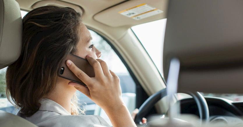 Strada, nuovo codice: supermulta e via la patente per chi guida al cellulare