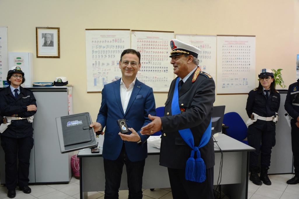Mazara. Il Sindaco Quinci in visita alla sede della Polizia Municipale