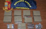 La Polizia di Stato arresta un pregiudicato che trasportava 100 panetti di hashish