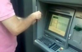 Trova oltre 20mila euro al bancomat e li restituisce al proprietario