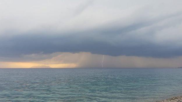 Primavera pazza, allerta gialla per il maltempo in Sicilia: pioggia e vento fino a giovedì