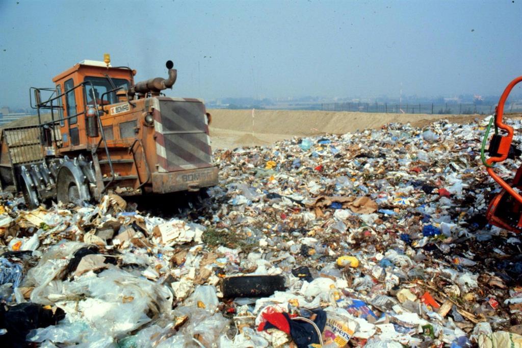 La giunta regionale, presieduta da Nello Musumeci, ha approvato la delibera che stanzia 57 milioni e 295 mila euro per il finanziamento di cinque impianti di rifiuti pubblici