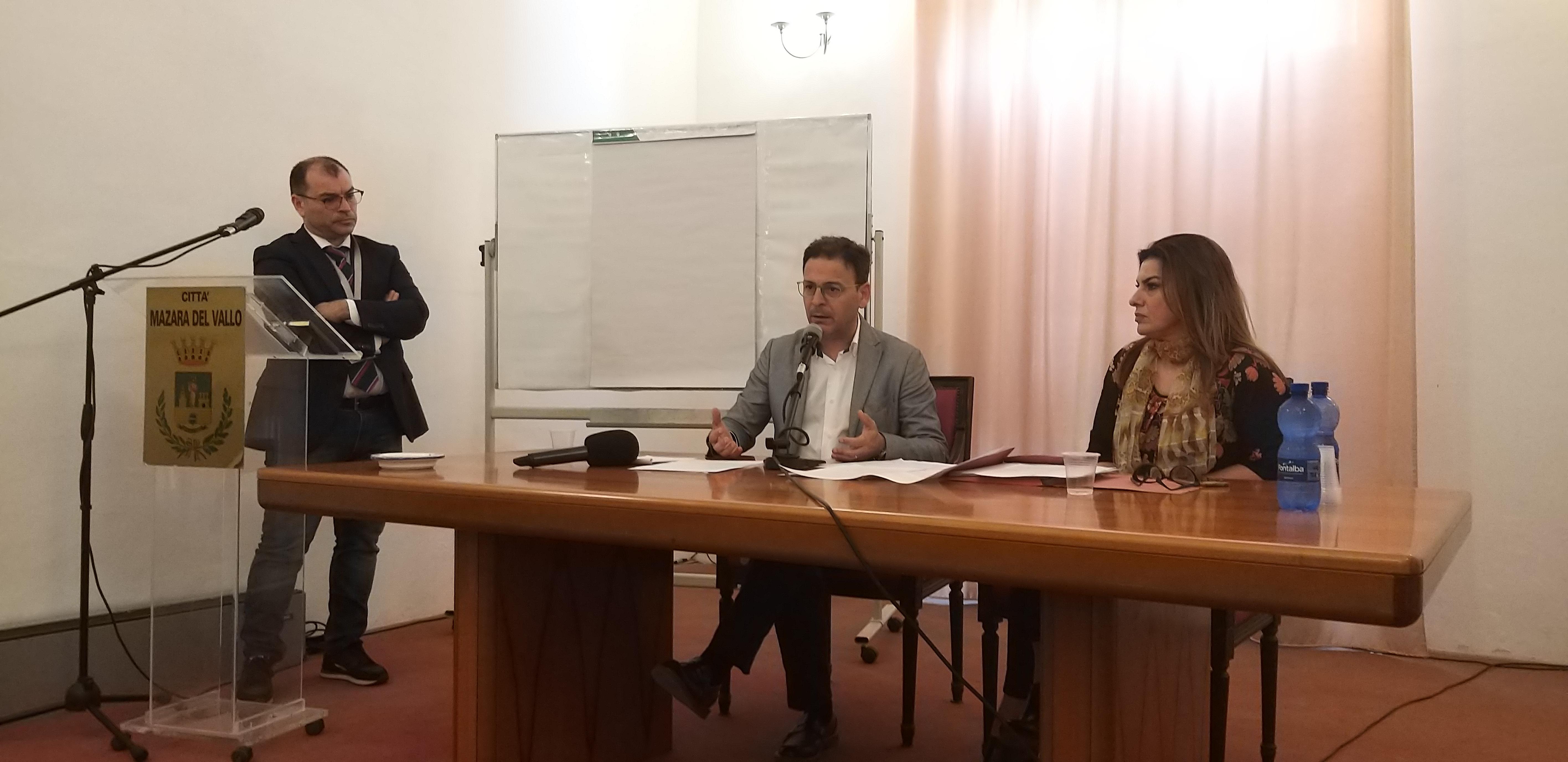 SITUAZIONE RIFIUTI A MAZARA: CONFERENZA STAMPA DEL SINDACO QUINCI E L'ASSESSORE AGATE