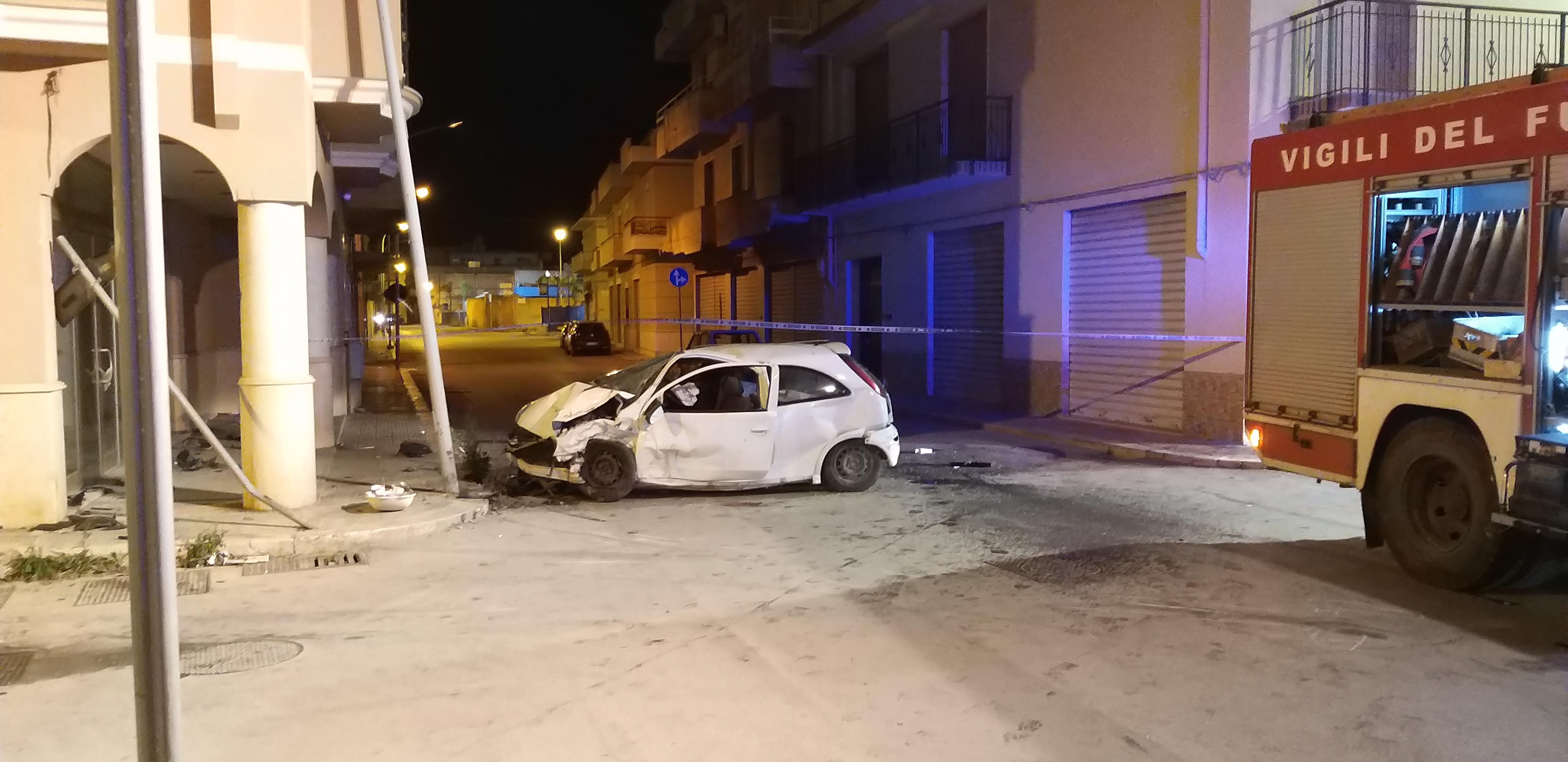 Mazara. Incidente nella notte. Coinvolte 4 donne, una bambina, 2 uomini e due auto distrutte