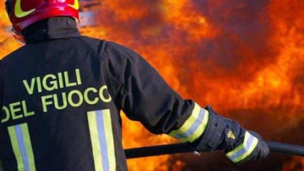 Mazara. Incendio in una concessionaria: due auto distrutte
