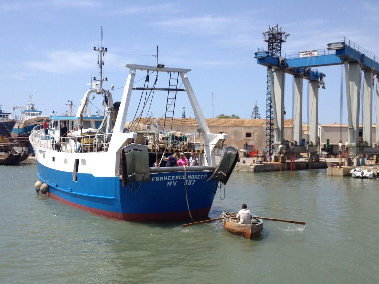 Mazara, navigabilità difficile: altre due barche si arenano. Il caso arriva in Parlamento