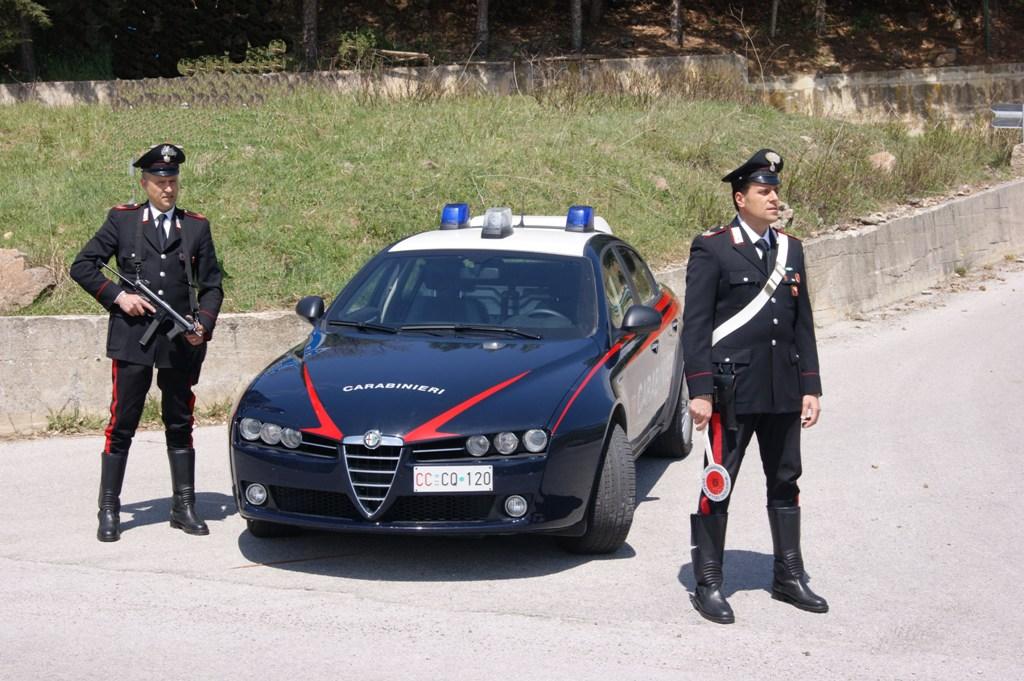 Litiga con la moglie incinta e aggredisce i carabinieri. Arrestato un uomo