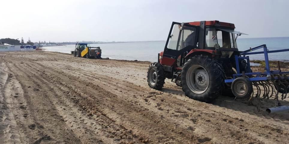 Mazara. Prosegue la pulizia della spiaggia