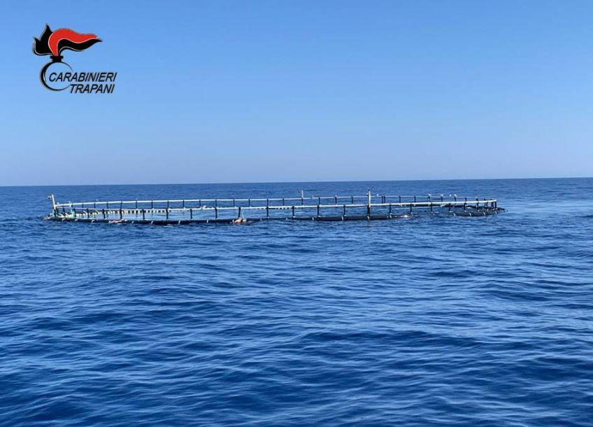 Motopesca di Mazara era intento ad effettuare un rimorchio di una gabbia per la pesca di tonni vivi. Denunciato il comandante