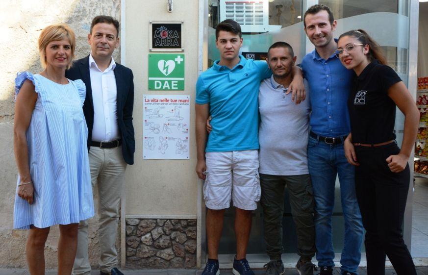 Mazara. Defibrillatore ad uso pubblico collocato in corso Umberto I dal Cafè Gabè
