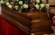 Dichiarato morto in ospedale si risveglia poco prima del funerale
