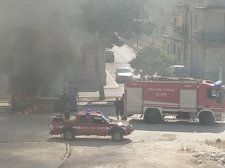 Mazara. Auto distrutta da un incendio