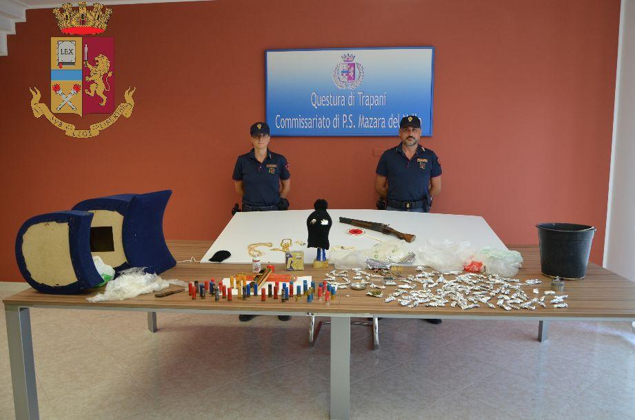 Mazara. Un arresto per detenzione a fini di spaccio di marijuana, detenzione illegale e alterazione di un fucile a canne mozze, ricettazione, possesso di segni distintivi contraffatti