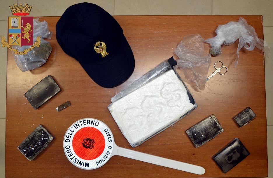 """Incensurato arrestato nel quartiere """"Mazara due"""" per detenzione illegale a fini di spaccio di 1 kg di cocaina, quasi mezzo chilo di hascisc e marijuana"""