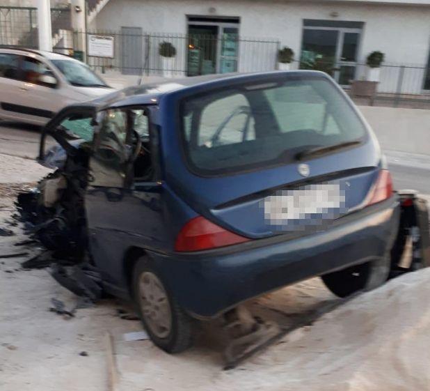 Incidente: signora guida contromano, ferita un'intera famiglia. Il padre in fin di vita, le bambine gravi