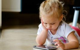 Bambini, gli smartphone modificano il cervello e riducono le abilità cognitive