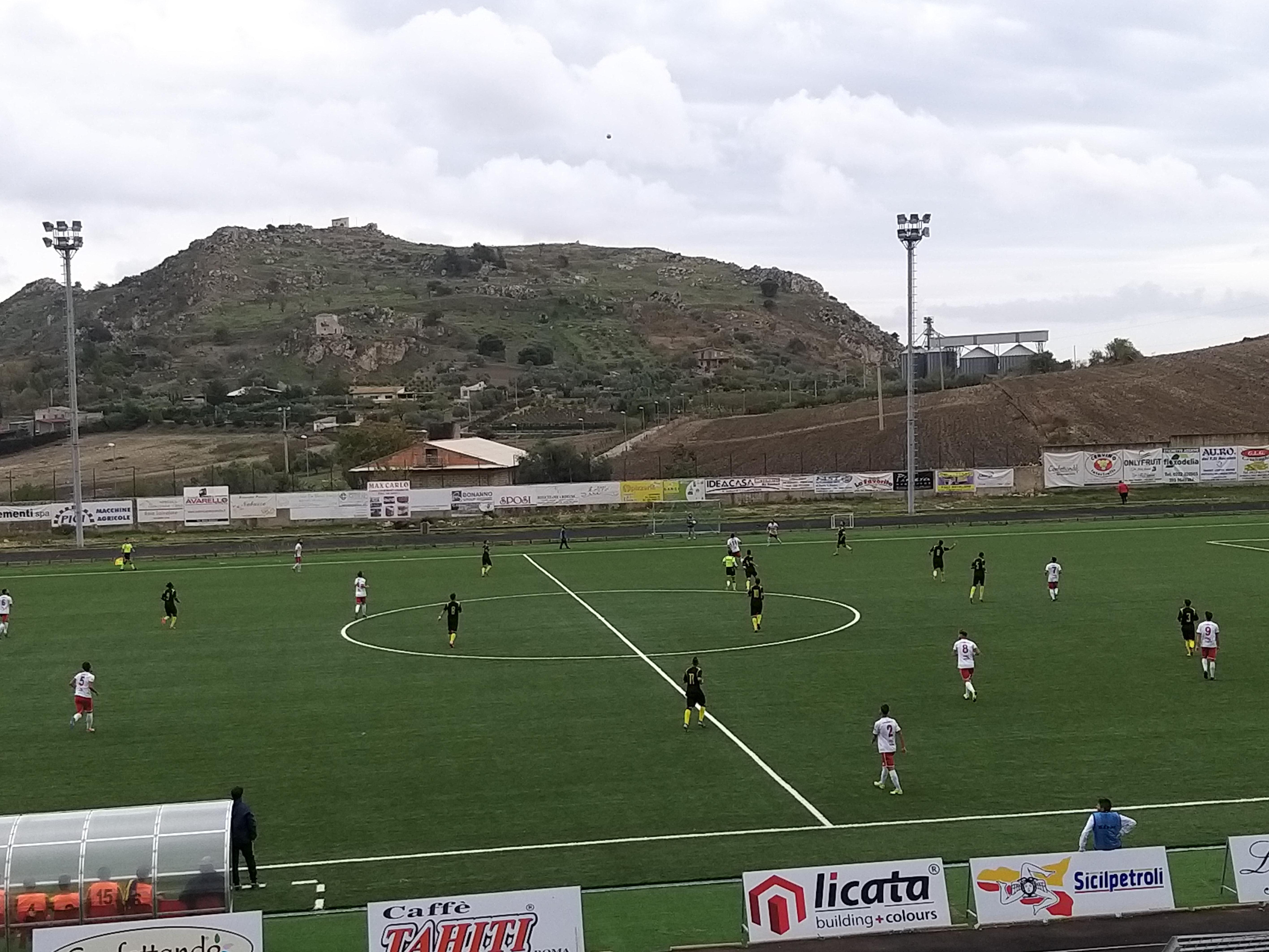 Il Mazara domina la gara, sfiora in diverse occasioni il gol ma cade a 5'dal termine per una prodezza di Caronia. Canicattì - Mazara 1-0