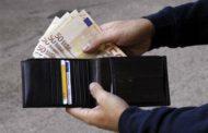 Pensionato trova portafogli con 800 euro e lo consegna ai carabinieri