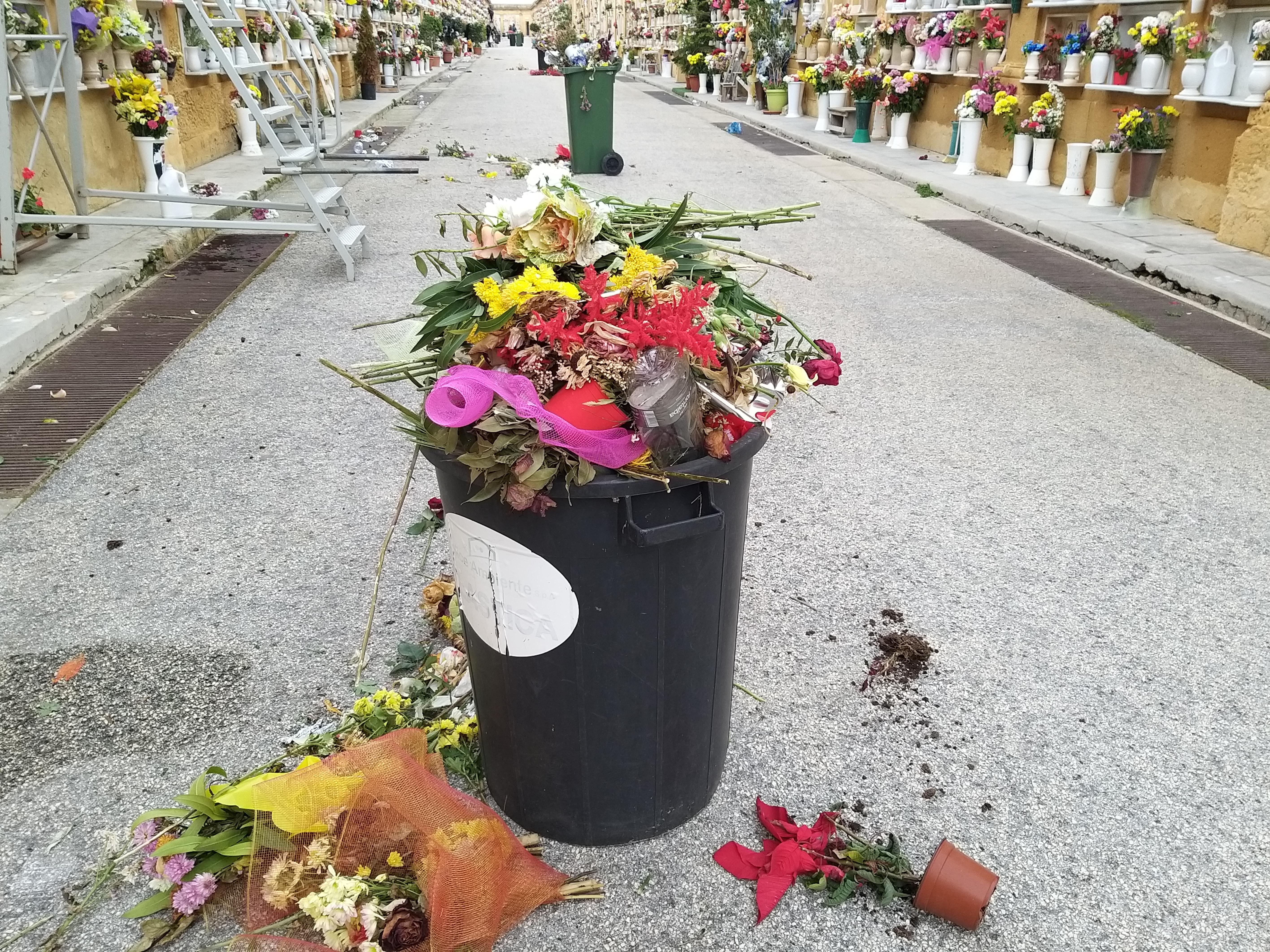 Mazara. Molteplici criticità al cimitero comunale, urge intervenire...