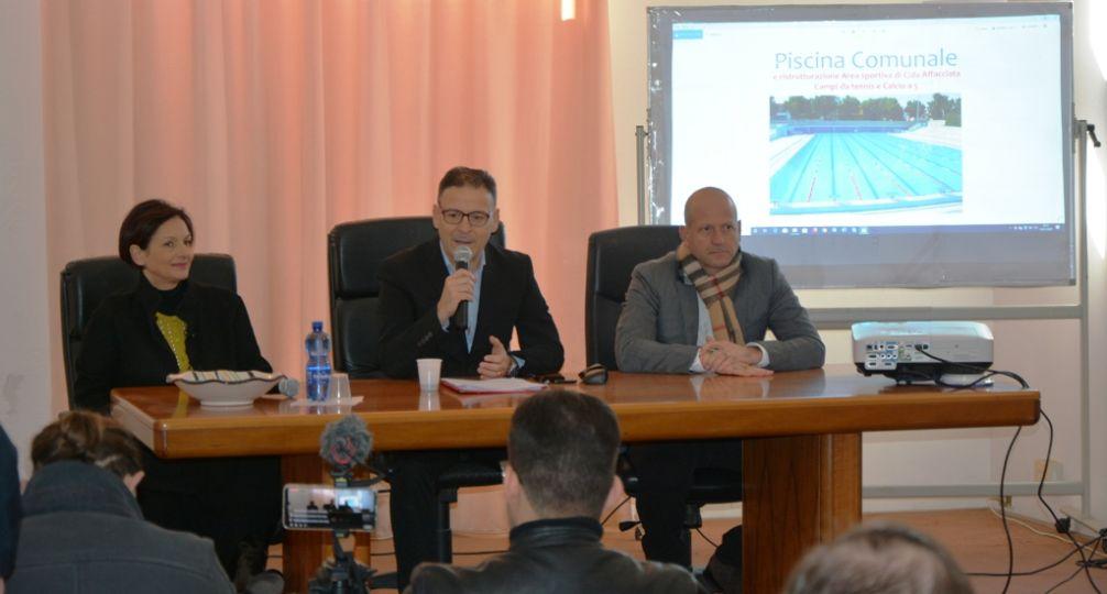 Mazara. Accreditate le somme (circa 3 milioni di euro) per la realizzazione della piscina comunale. L'annuncio in conferenza stampa del sindaco Quinci