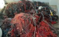 Mazara. La Capitaneria di Porto sequestra circa 3 km di rete da pesca all'interno dello specchio acqueo del Porto
