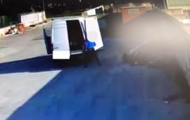 Mazara. Persona sorpresa a scaricare rifiuti in strada: video e multa da 300 euro