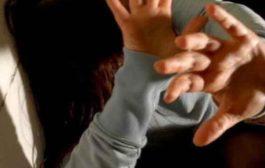 Abusi su una 12enne, ragazzina accusa il nonno: