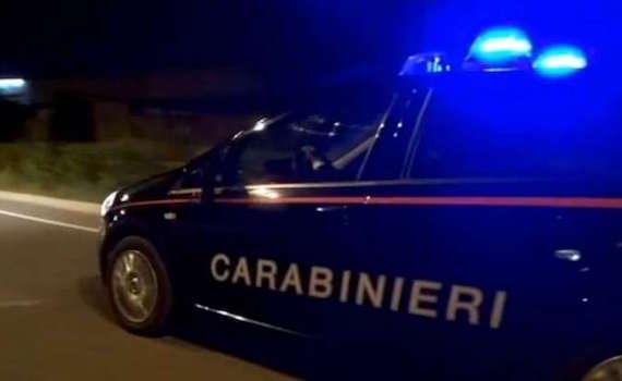 Costringeva la moglie disabile e la figlia a prostituirsi per 10 euro: arrestato