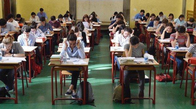 Coronavirus, Azzolina: anno scolastico salvo, l'esame di maturità non sarà