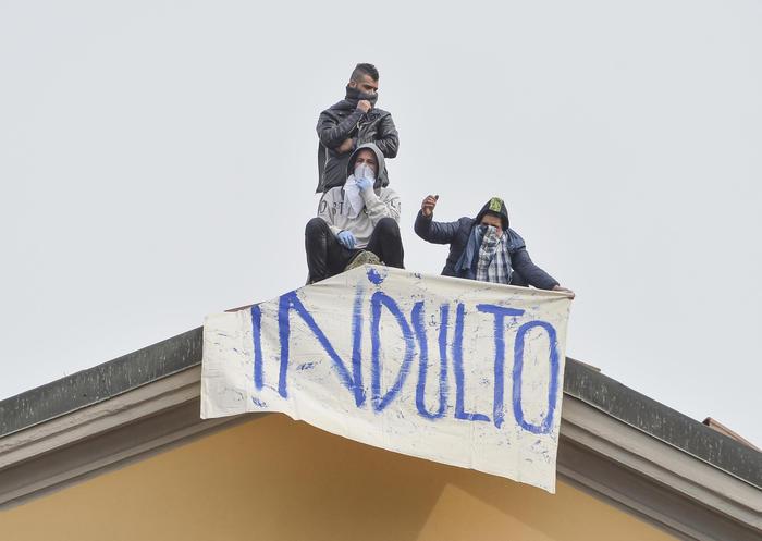 Coronavirus: evasi 20 detenuti da Foggia. Proteste in 27 carceri