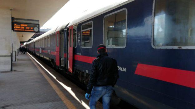 Coronavirus, è in Sicilia con novanta passeggeri il treno partito da Milano: stop ai viaggi notturni