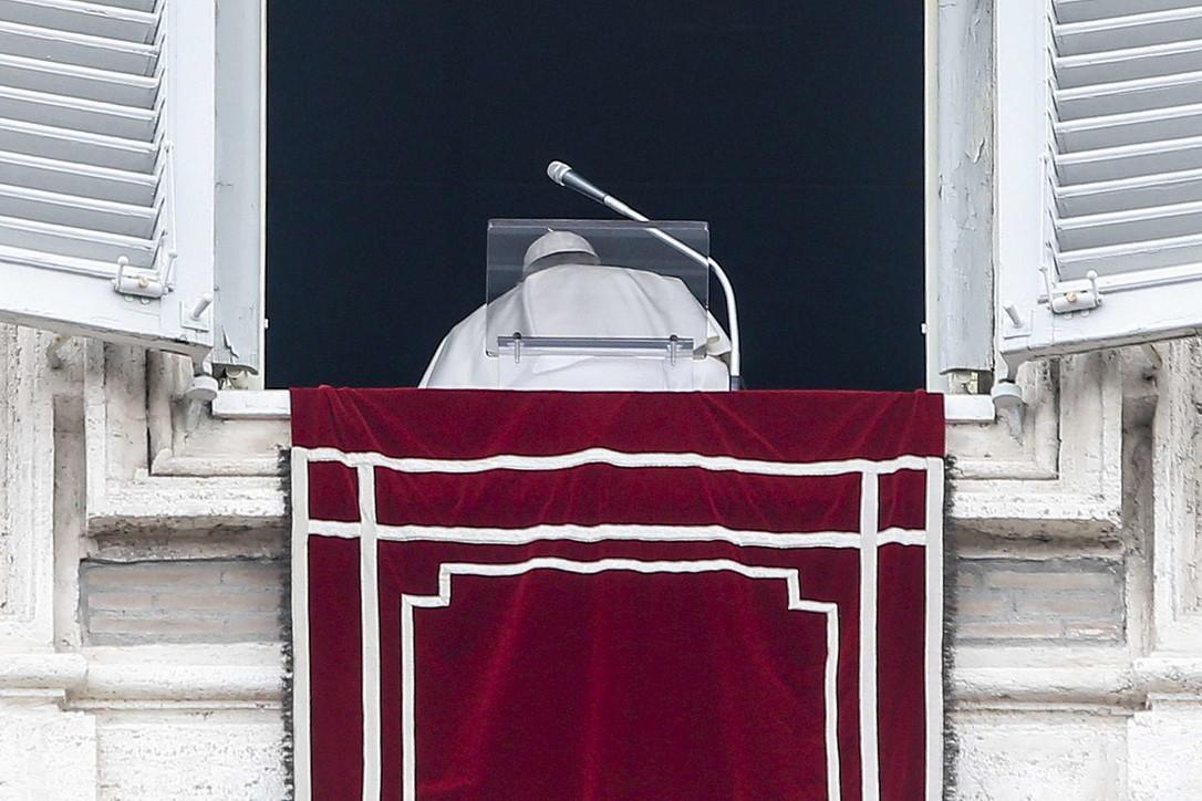 Giallo sul tampone coronavirus al Papa, il Vaticano non commenta