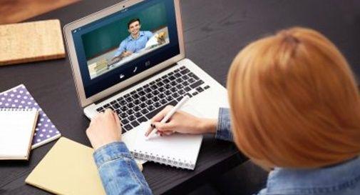 Scuola e didattica a distanza, in Sicilia contributi agli studenti per pc e tablet