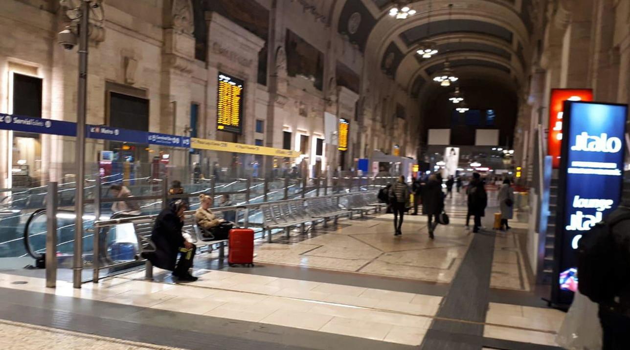 Fase 2, si prepara una nuova fuga da Milano verso il Sud: treni, bus e aerei presi d'assalto