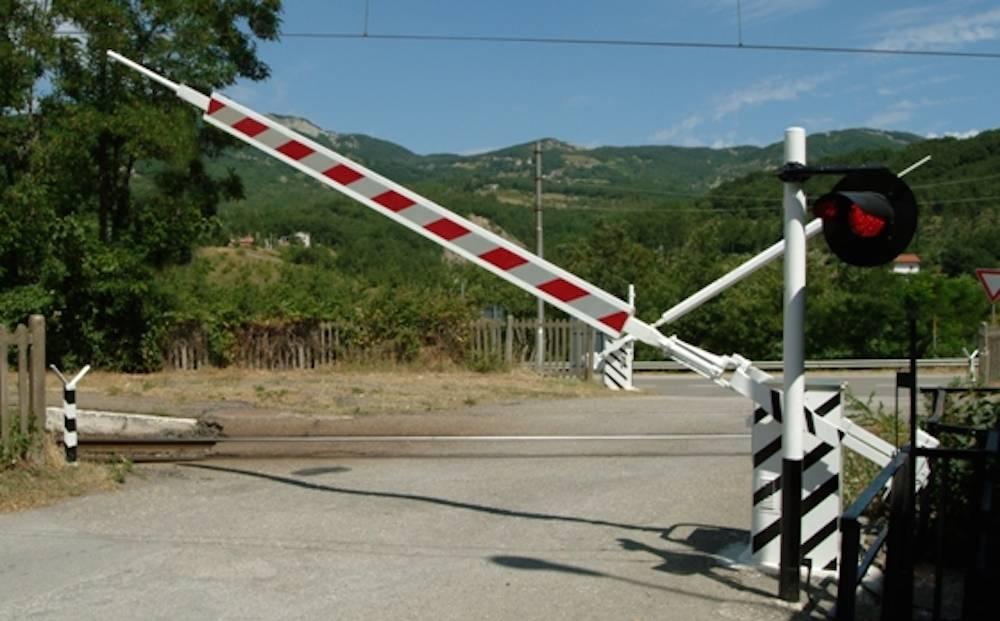 Mazara. In corso lavori di risanamento massicciate delle linee ferroviarie. Interventi nei passaggi a livello
