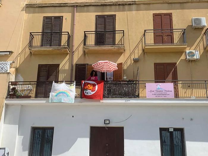 Mazara. 25 aprile: bandiera Pci in balcone, 'per vigile è reato'