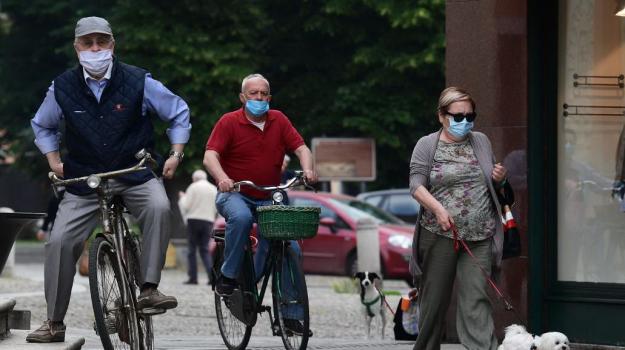 Dal 3 giugno resta la mascherina e non sarà più in vigore l'obbligo della quarantena di 14 giorni per chi proviene dai Paesi dell'area Schengen