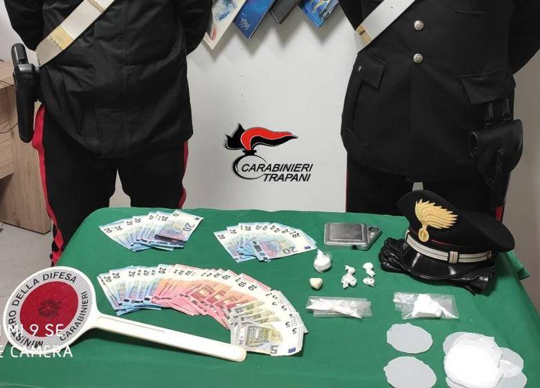 Mazara. Si trova agli arresti domiciliari ma continua a spacciare: mazarese arrestato dai carabinieri